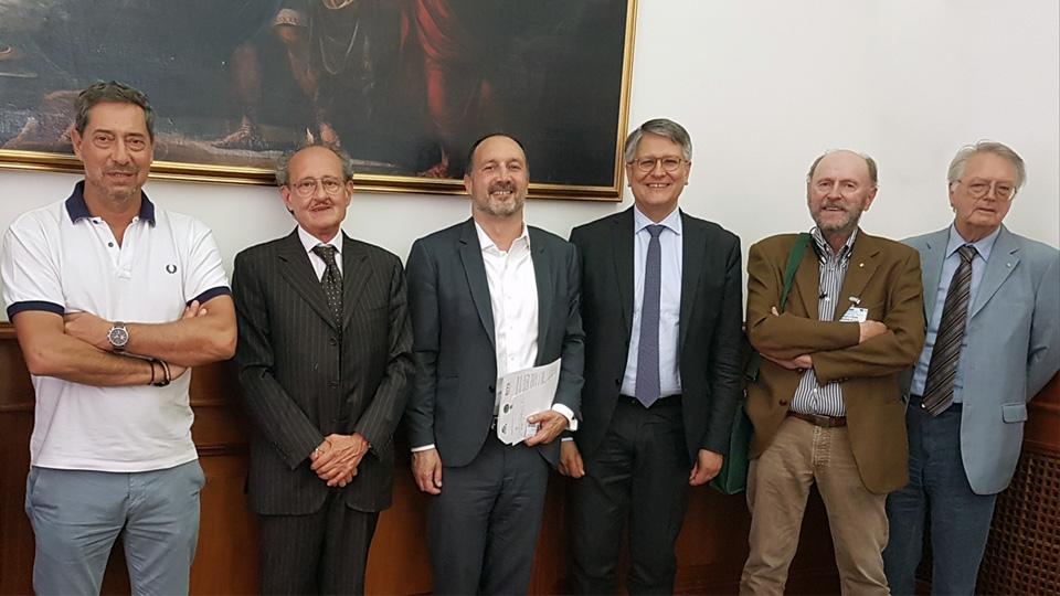 Nella foto da sinistra: Rossano Nicoletto (Presidente RIVS) Corrado Collalti (Presidente FVE) Maurizio Battini (Capo della Segreteria Tecnica del Ministro Delrio) Claudio Moscardelli (Senatore della Repubblica) Ugo Isgrò (Presidente A.A.V.S.) Alvise Orso (Segretario A.A.V.S.)